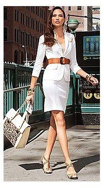 Vestidos blancos y otros diseños.