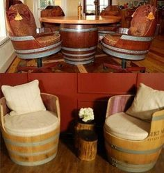 un salon et des sièges avec des tonneaux