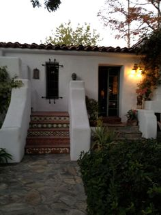 LA spanish style historic home featured in Brooke Giannetti website    favorite type of homes......beautiful stairway