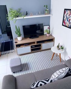 Tiny Living Rooms, Ikea Living Room, Small Apartment Living, Small Apartment Decorating, Living Room Interior, Home And Living, Small Apartments, Cozy Living, Apartment Ideas