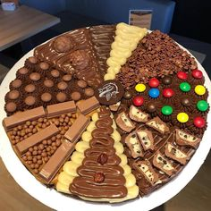 When you want Pizza but Dessert is also on your mind. Which slice will you eat first? Tag your friends. By Chocolate Chip Cookies Desserts Covered Brownie Recipes, Snack Recipes, Dessert Recipes, Snacks, Recipes Dinner, Cute Desserts, Delicious Desserts, Yummy Food, Yummy Lunch