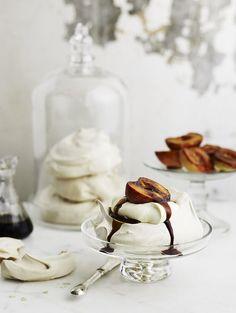 Food presentation by Anson Smart Photography Food Photography Styling, Food Styling, Pavlova Cake, Mini Pavlova, Naked Cakes, Fabulous Foods, Food Art, Food Inspiration, Sweet Recipes