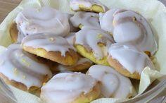 Les cavacas sont gâteaux typiques du Portugal, faits avec farine, oeufs, huile d'olive, eau-de-vie, sucre et blancs d'oeufs. Essayez-les!