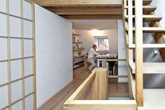 Na policích i na stole v pracovně pořádkumilovného architekta má vše své místo. Mezi množstvím knih o architektuře se nachází mj. monografie Renza Piana, kterého Jakub Cigler zná osobně