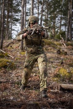 One day I'll be this guy in airsoft Military Camouflage, Military Gear, Military Personnel, Military Police, Military Weapons, 75th Ranger Regiment, Us Army Rangers, Military Special Forces, Special Ops