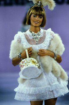 Linda Evangelista for Anna Sui Spring 1994 Ready-to-Wear Fashion Show