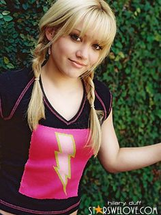 always loved the lizzie mcguire pigtail plaits!