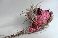 Grave Decorations, Funeral Flowers, Flower Farm, Cut Flowers, Ikebana, Grapevine Wreath, Floral Arrangements, Diy And Crafts, Bouquet