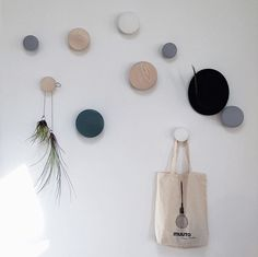 The Dots beautifully arranged on the wall - I love that they are both functional and decorative! Diy Hooks, Decorative Wall Hooks, New Nordic, Home Storage Solutions, Creative Walls, Scandinavian Style, Simple Style, No Time For Me, House