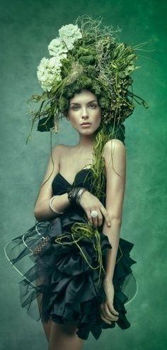 Little less green, more hair. Tree trunk of hair woven through the green moss/floral/fungi headpiece. Foto Fashion, Fashion Art, High Fashion, Catwalk Fashion, Fashion Models, Style Vert, Glamour Moda, Fru Fru, Green Fashion