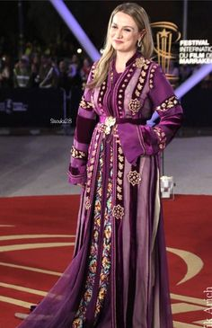 Morrocan Kaftan, Moroccan Dress, Boho Outfits, Fashion Outfits, Mode Abaya, Designs For Dresses, Oriental Fashion, Dress Suits, Traditional Outfits