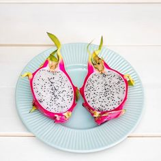 Discovered the beautiful and exotic dragon fruit in Japan this Summer! These beauties are rich in antioxidants vitamin C calcium and other health-boosting nutrients. Did anyone else discover and try a new fruit recently?!