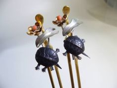 アンティーク・銀に鍍金可動式亀の珊瑚簪一対 antique silver coral hairpin pair of plated movable turtles
