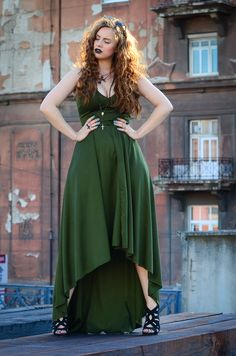 curvy green dress curly hair summer