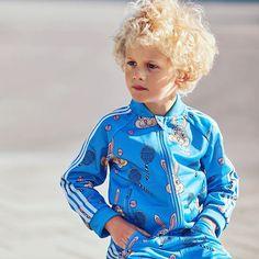 Lapset ovat muotimaailman lemmikkejä tänä vuonna. Huippusuunnittelijoilta nähdään ihanuuksia minikoossa. Viimeksi Adidaksen ja Mini Rodinin minimallisto myytiin 10 minuutissa loppuun joten lenkkarit jalkaan huomenna. Esimerkiksi tämä ihana verkkaripuku on myynnissä vain Stockalla Adidaksen uudella osastolla.  via ELLE FINLAND MAGAZINE OFFICIAL INSTAGRAM - Fashion Campaigns  Haute Couture  Advertising  Editorial Photography  Magazine Cover Designs  Supermodels  Runway Models