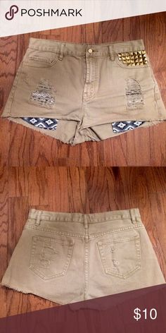 Forever 21 Denim High Waisted Jeans with Studs Forever 21 Denim High Waisted Jeans with Studs as well as tribal pattern pockets. Good as new, good fit 💅🏽 Forever 21 Shorts Jean Shorts