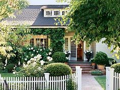 Looking for California bungalow porches - recognized this picture immediately from old Cottage Living magazine. Still my all time favorite dream house. Cozy Cottage, Cottage Living, Cottage Homes, Romantic Cottage, Cottage Ideas, Front Entry Landscaping, Landscaping Ideas, Decking Ideas, Farmhouse Landscaping