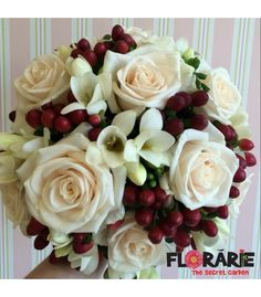 Buchet de mireasa din trandafiri, frezii si hypericum