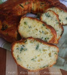 ciambella salata con spinaci e robiola gustosa e soffice un'antipasto,uno sfizio una sana merenda oppure da servire in tavola anche al posto del pane