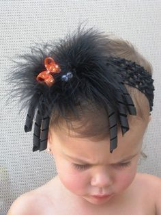 Maybe do on a smaller scale and make two for Elise's pigtails :) Cute Halloween Hair Bow- very cute for halloween Holiday Hair Bows, Halloween Hair Bows, Halloween Halloween, Headband Hairstyles, Diy Hairstyles, Pretty Hairstyles, Making Hair Bows, Diy Hair Bows, Bow Making
