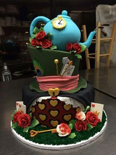 Off with her head! An Alice in Wonderland cake out of Maple Grove! Alice In Wonderland Cakes, Wonderland Party, Food Network Recipes, Amazing Cakes, A Food, Cupcake Cakes, Party Themes, Bakery, Desserts