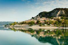 Bauduen, lac de sainte croix, provence, France. Village sur le lac