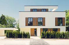 Sonnenschutz Außen, Moderne Fensterläden, Fensterläden Holz, Haus  Fensterläden, Fenster Holz, Glasfront, Fassaden, Balkon Terasse, Hausfarben