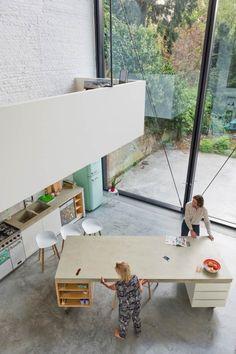 Über der Kücheninsel befindet sich der Arbeitsbereich