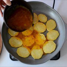 """7,362 Beğenme, 255 Yorum - Instagram'da Zeliha Küçükturan (@umutsepetim): """"İyi akşamlar canlar 🙋♀️Pazar kahvaltısına hazırlayabileceğiniz çok nefis bir tarifim var 😍…"""" Pretzel Bites, Sweet Potato, Pizza, Bread, Fruit, Vegetables, Cooking, Food, Instagram"""
