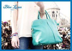 [Le saviez-vous ?] Le sac à main d'une femme pèse en moyenne entre 3 et 5 kilos ! #sac #femme #poids #bluelemonparis Drawstring Backpack, Fashion Backpack, Backpacks, Bags, Purse, Handbags, Totes, Backpack, Lv Bags