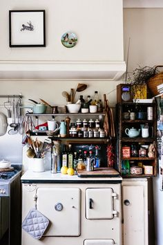 Farmhouse Kitchen Decor Ideas: Great Home Improvement Tips You Should Know! You need to have some knowledge of what to look for and expect from a home improvement job. Eclectic Kitchen, Rustic Kitchen, Kitchen Interior, Vintage Kitchen, Kitchen Dining, Kitchen Decor, Vintage Stove, Funky Kitchen, Antique Stove