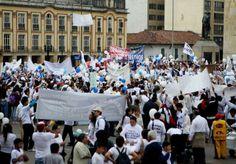 Marcha de miles de fieles de la Iglesia de Dios Ministerial en Colombia - El Nuevo Herald