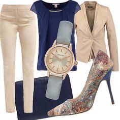 Look molto classico ed elegante, ideale per il lavoro o per incontri professionali. L'outfit è composto da pantalone e giacca sulle tonalità sabbia, abbinati ad una camicetta blu, il cui colore è richiamato dal cinturino dell'orologio, la borsa per il PC e dalle scarpe, sia nel tacco che nel disegno.