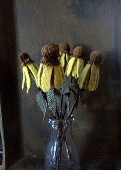 primitive black eyed susan bouquet by TheCinnamonCrow on Etsy Cloth Flowers, Felt Flowers, Fabric Flowers, Primitive Doll Patterns, Primitive Crafts, Primitive Stitchery, Primitive Snowmen, Felt Crafts, Easter Crafts