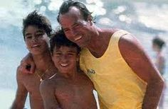 Resultado de imagem para julio iglesias fotos Enrique Iglesias, Tank Man, Dads, Wrestling, Couple Photos, Couples, Men, Julio Iglesias, Beach