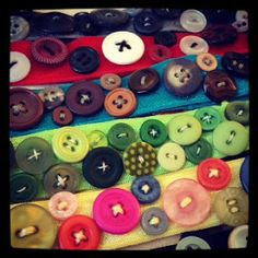 So I finally made some more button headbands!  As you already probably know I love buttons...A LOT!  I also had a trunk show at my local F...