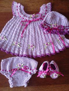 Artes Manuais com Fios: Vestido de bebê de crochêt com Cléa