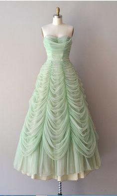 Austrian Waltz dress dress vintage by DearGolden. It looks like bell's dress but green! Robes Vintage, Vintage Dresses, Vintage Outfits, Vintage Clothing, 1950s Dresses, Pretty Outfits, Pretty Dresses, Beautiful Outfits, Long Prom Gowns