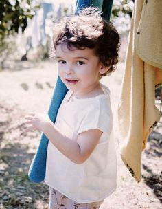 56d9800fcca80 Le t-shirt Timéo blanc est un incontournable pour habiller votre petit  garçon à l