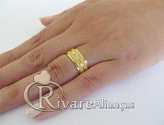 Belissima Aliança de Casamento e Noivado em Ouro 18 kilates com diamante de 1,5 pt cravado em detalhe cravado