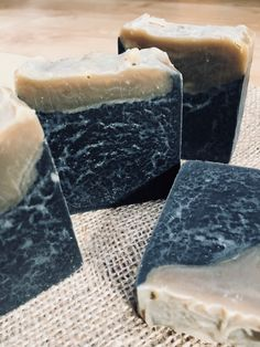 This is a solid shampoo bar, with black beer and argan oil!