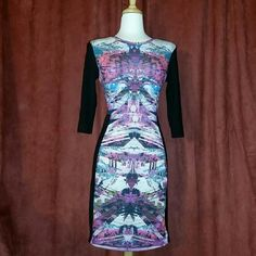NWOT Abstract Print Bodycon + never worn + quarter sleeve + comfortable fit + smoke free home + offers welcome via designated button Topshop Dresses Midi