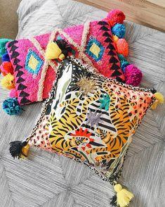 Josefina Jiménez (@jojimenez) • Fotos y vídeos de Instagram Punch Needle, Instagram, Throw Pillows, Blanket, Crochet, Needlepoint, Toss Pillows, Cushions, Decorative Pillows