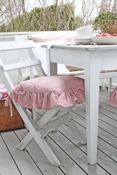 VIBEKE DESIGN: pretty ruffled chair covers