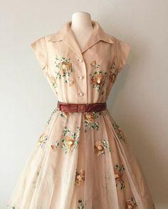 New vintage outfits dresses ideas Vintage Outfits, Robes Vintage, Vintage 1950s Dresses, Fashion Vintage, 1950s Fashion Dresses, Retro Dress, 80s Dress, 1950 Outfits, 50s Vintage