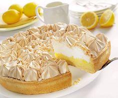 August 15 is National Lemon Meringue Pie Day Lemon Pie Facil, Lemon Pie Receta, Pie Recipes, Sweet Recipes, Dessert Recipes, Dessert Drinks, Pie Dessert, Cognac Sauce Recipe, Cream Cheese Puff Pastry