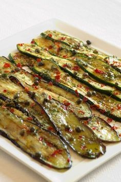 Melanzane e zucchine grigliate con capperi e origano ✫♦๏༺✿༻☘‿FR Jun ‿❀🎄✫🍃🌹🍃🔷️❁✿~⊱✿ღ~❥༺✿༻🌺♛༺ ♡⊰~♥⛩⚘☮️❋ Vegetable Recipes, Vegetarian Recipes, Cooking Recipes, Healthy Recipes, Eggplant Recipes, Antipasto, I Foods, Finger Foods, Italian Recipes