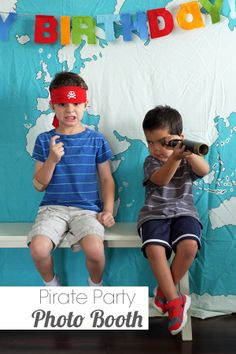 Easy Pirate Party Photo Booth