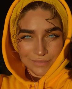 Minus the thick eyebrows. <- What do you mean minus the thick eyebrows? She's gorgeous with them or without them! Gorgeous Eyes, Pretty Eyes, Cool Eyes, Stunningly Beautiful, Beautiful Couple, Beautiful Models, Thick Eyebrows, Eye Brows, Pretty People