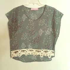 Crochet Lace Floral High Low Design Top There's a sweet country girl feel to this crocheted trim top that's begging for boots!! Cap sleeves and wide cut design make for a comfortable fit. This brand is a high end boutique store in Dallas. Open to offers! The Impeccable Pig Tops